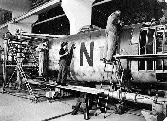 Montage avion Heinkel 177 Flugzeug Montage in EGER durch französische Kriegsgefangenen und RAD