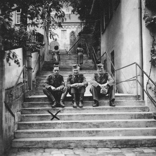 Adolf et 2 camarades