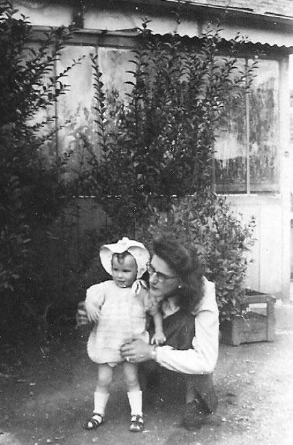 Raymonde avec son fils,
