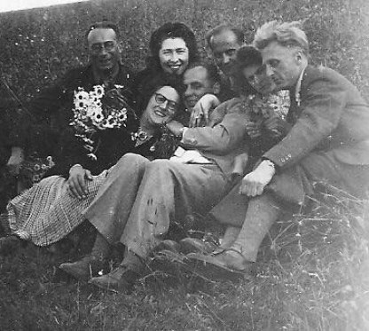 Otto et Raymonde parmi leurs amis