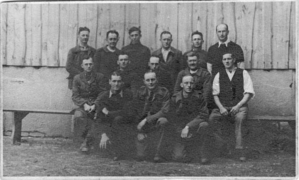 Im 1943, Kriegsgefangene Gruppe