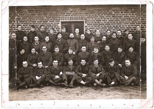Aimé PINEAU au Stalag : 2. Reihe – (5. von links)