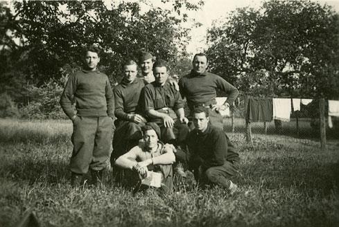 2. Stelle rechts Léon Dol Im Rücken des Fotos : Equefon-Treffouret Ussglio-Cherchi-Maury Martial bemerkt