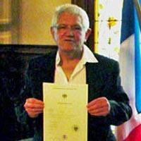 2012 – HENRI OBTIENT LA NATIONALITÉ DE SON PÈRE