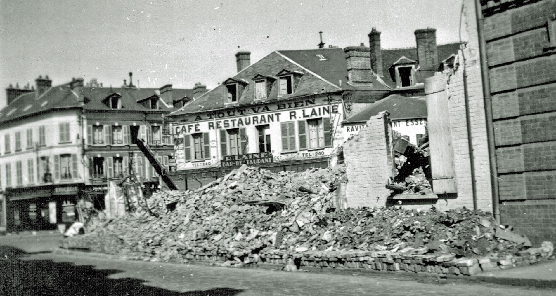 Juni 1941 café restaurant R.Laine A Tout Va Bien