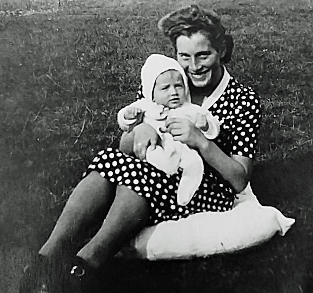 Ma mère (Lydia) et moi en 1949