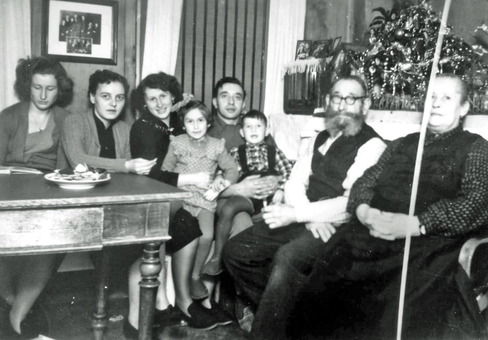 René Thuillier (Mitte) bei der österreichischen Familie.