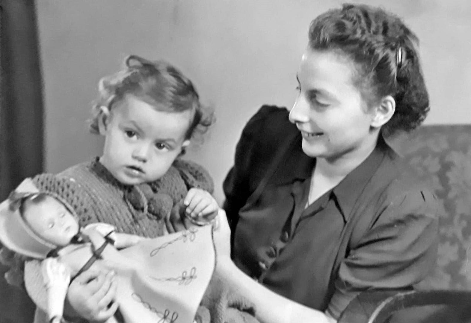Anneliese und Heidelore Eimer 1951 oder 1952.