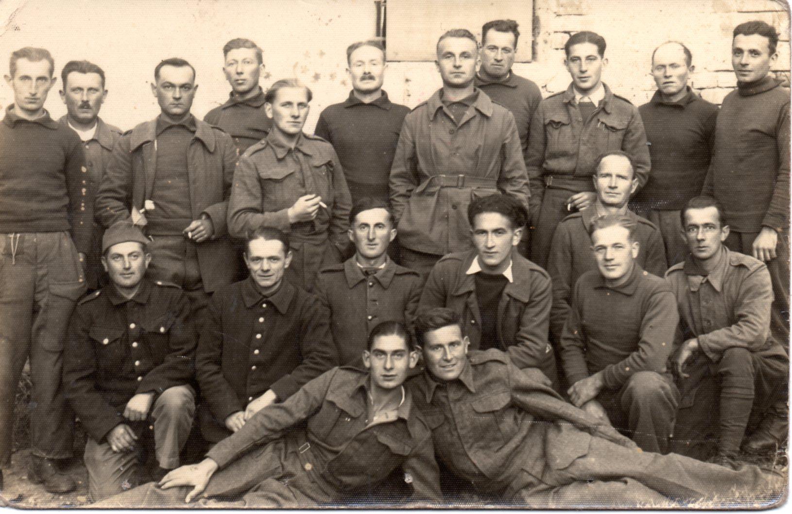 Georges Sarrat ist der 3. oben von rechts